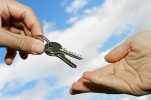 Дарение имущества родственнику — правила передачи в собственность недвижимости